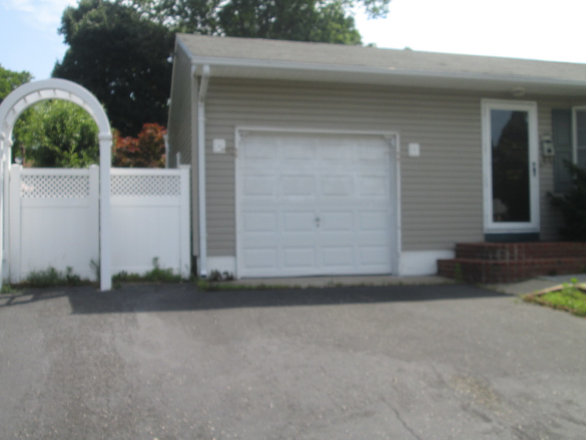 51 Grenville Ave, Patchogue, NY, 11772: Photo 2