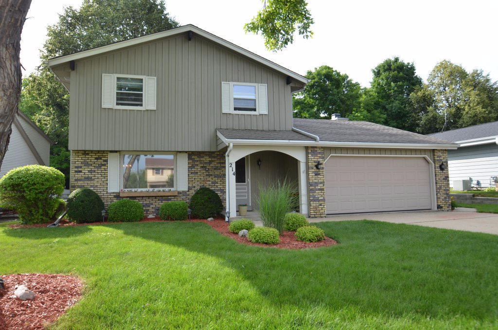 214 Meadowside Ct, Pewaukee WI, 53072 for sale | Homes.com