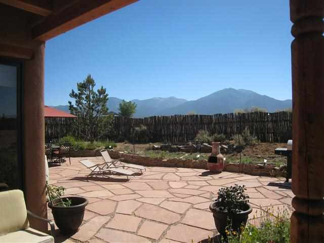 6 Calle Dona Sin Forosa, Taos, NM, 87571 -- Homes For Sale