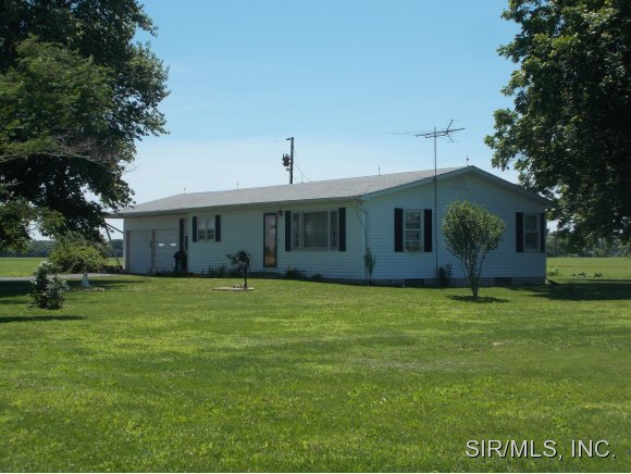 11926 Slant Road, Carlyle, IL, 62231 -- Homes For Sale