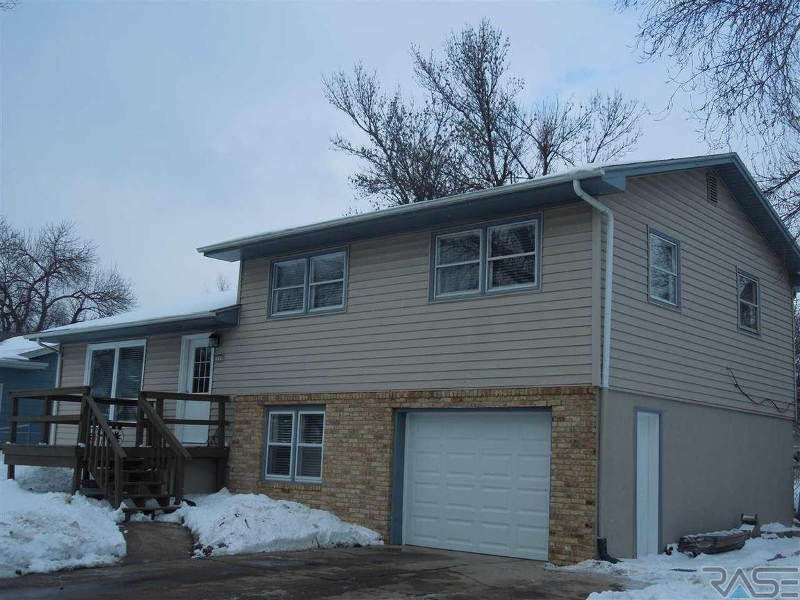 1708 s riverdale rd sioux falls sd 57105 for sale for Home builders sioux falls sd