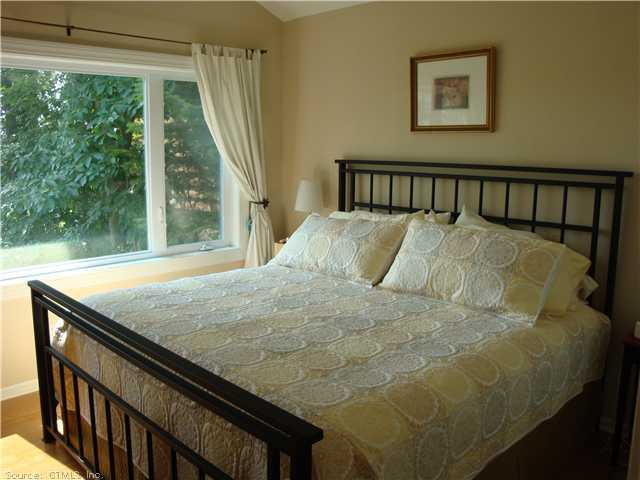 29 Summer Place, Milford, CT, 06460 -- Homes For Rent