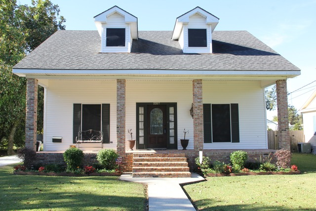 2207 Main St, Jeanerette, LA, 70544 -- Homes For Sale