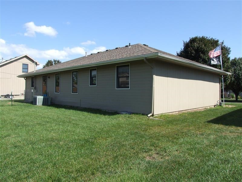 3719 sw mission ave topeka ks 66610 for sale for Home builders topeka ks