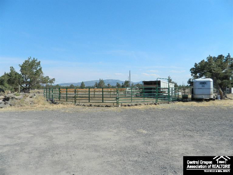 1313 Southwest Bent Loop, Powell Butte, OR, 97753: Photo 3