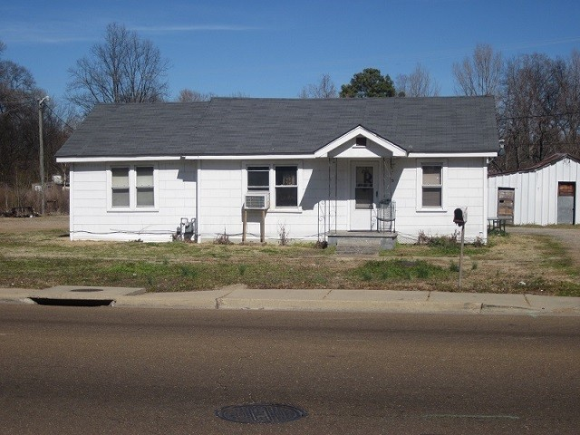 2011 carrollton avenue greenwood ms for sale 35 000 for Home builders in ms