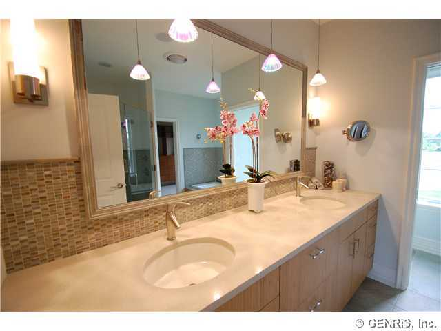 8 Tor Hill, Pittsford, NY, 14534 -- Homes For Sale