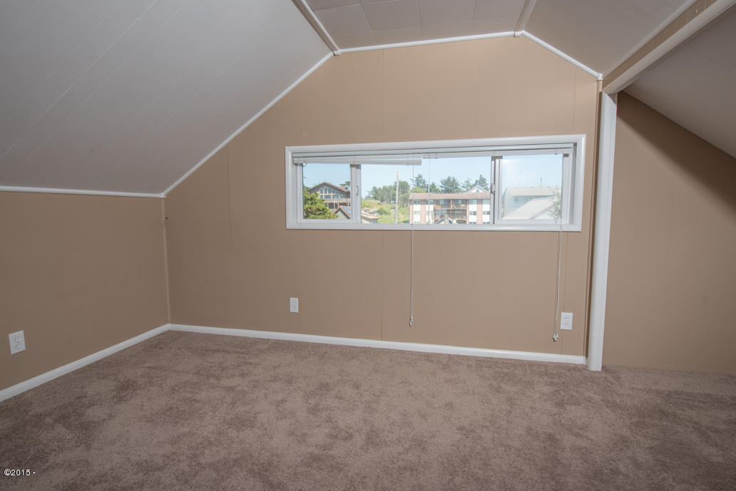 102 Nw High, Newport, OR, 97365: Photo 14