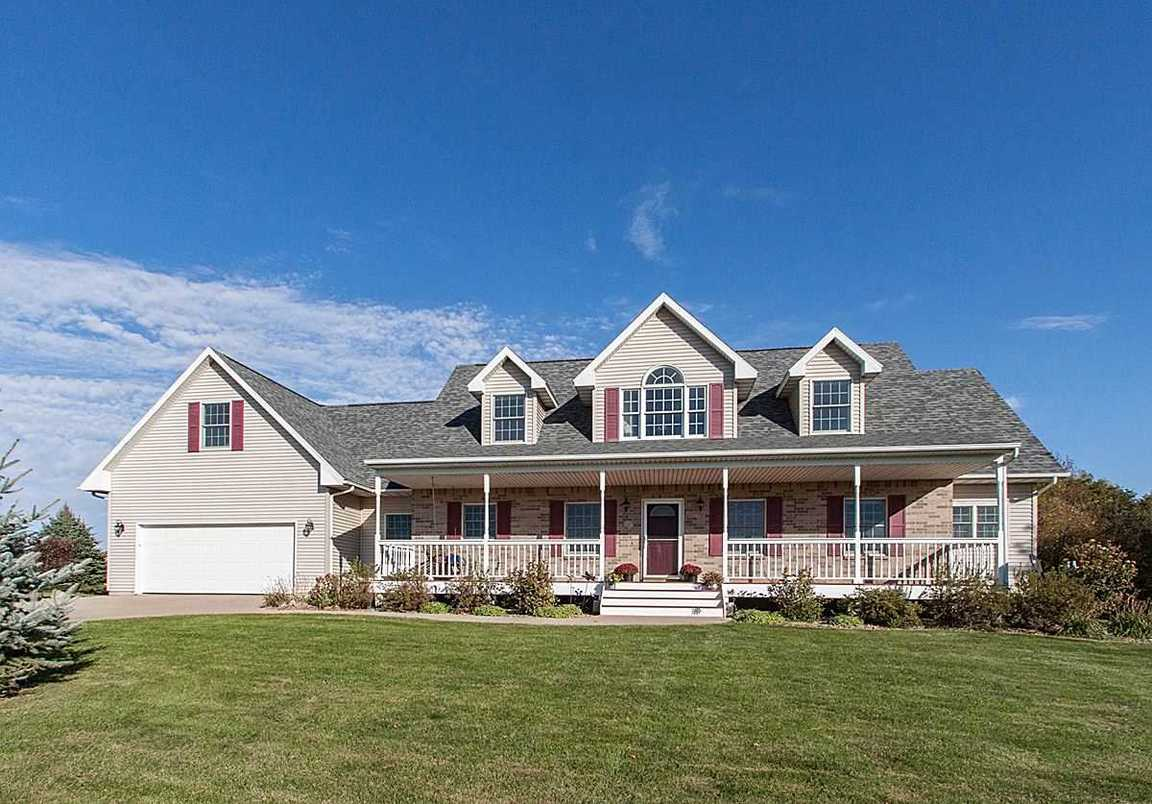 1846 Pinebrook Ct Ne Solon Ia For Sale 469 000