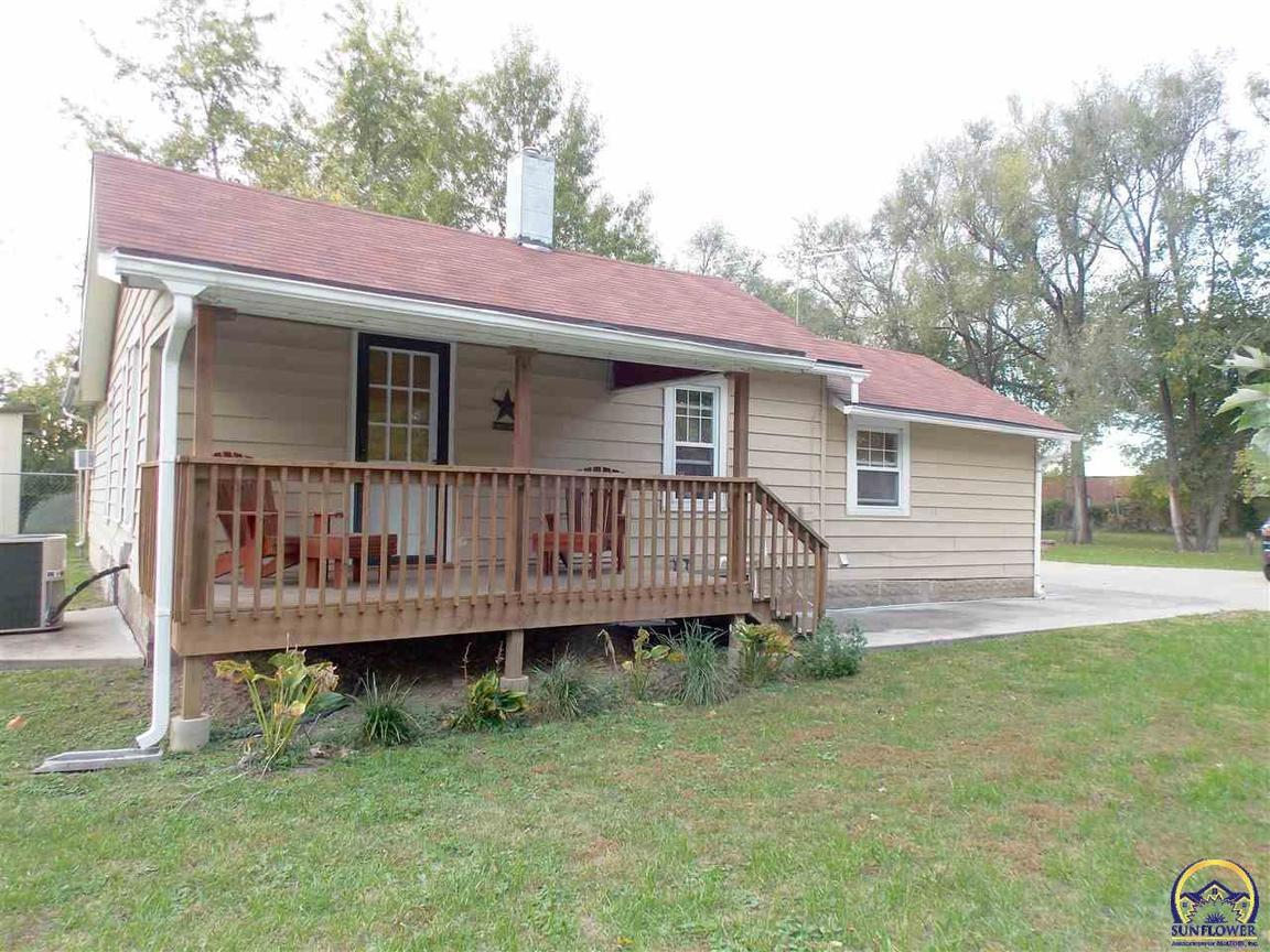 2019 Quincy St Ne Topeka Ks 66608 For Sale
