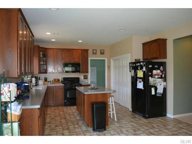 1881 streamview way quakertown pa 18951 for sale for Kitchen cabinets quakertown pa