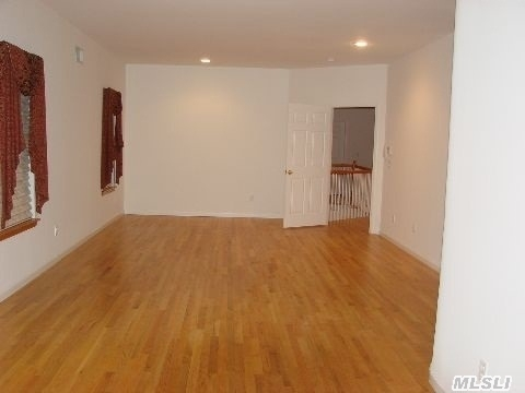 56 Manchester Rd, Huntington, NY, 11743: Photo 3