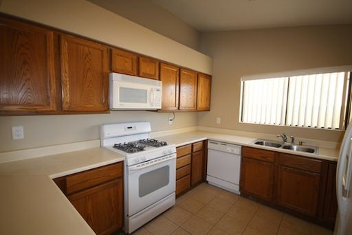 812 Anchor Dr, Henderson, NV, 89015: Photo 8
