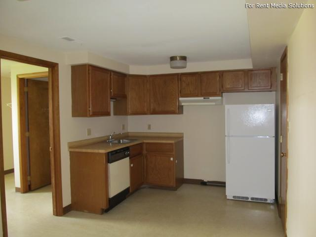 Royal Park Apartments & Heritage Commons Apartments, Niagara Falls, NY, 14304: Photo 30