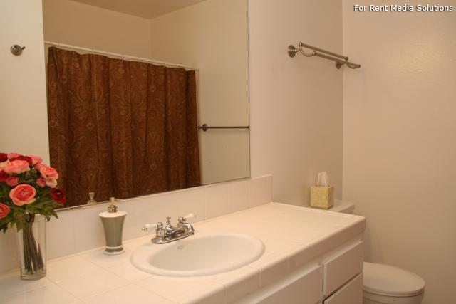 Orangewood Villa Apartments, Orange, CA, 92867: Photo 13