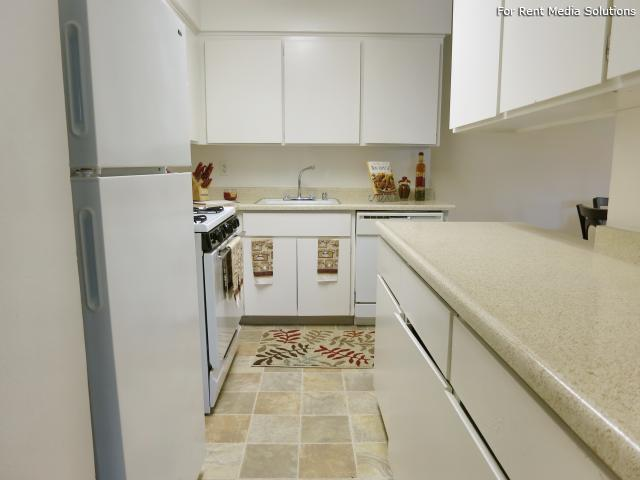Oakpoint Apartments, Carmichael, CA, 95608: Photo 7