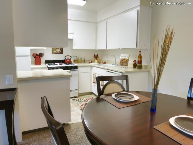 Oakpoint Apartments, Carmichael, CA, 95608: Photo 8