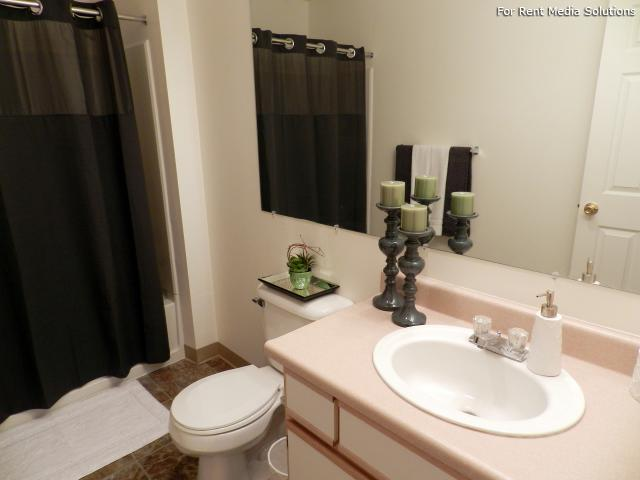 Heatherwood Apartments, Gresham, OR, 97080: Photo 9