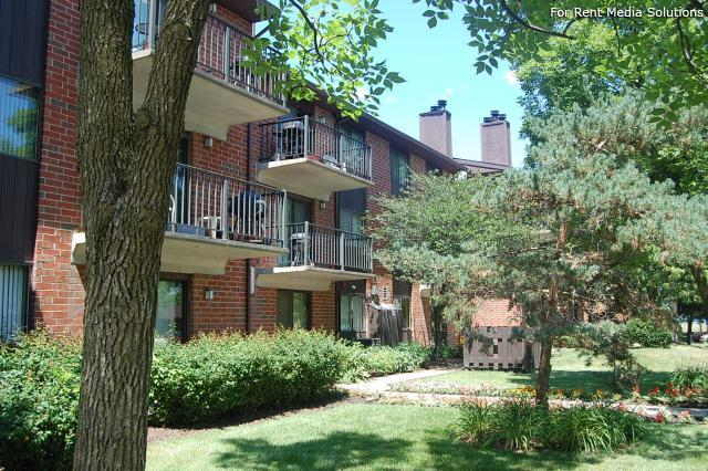 Royal Grove Apartments, Bensenville, IL, 60106: Photo 1
