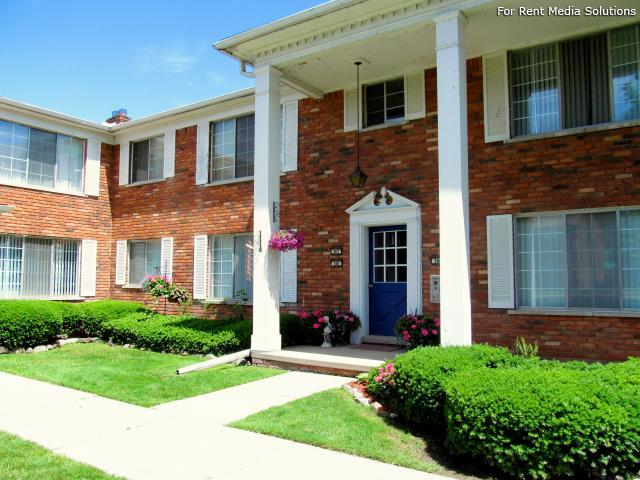 North Shore Apartments, St Clair Shores, MI, 48080: Photo 2