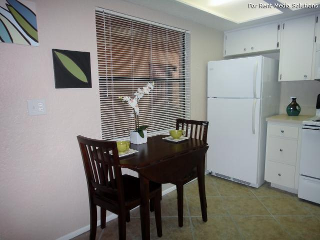 Apartments at Oak Creek, Clearwater, FL, 33760: Photo 4