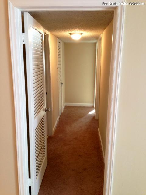 Carriage Place Condominiums, Columbia, SC, 29209: Photo 6