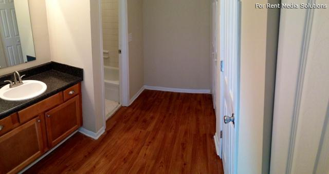 Carriage Place Condominiums, Columbia, SC, 29209: Photo 15