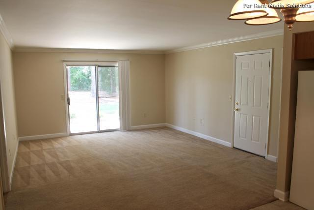 Carriage Place Condominiums, Columbia, SC, 29209: Photo 32
