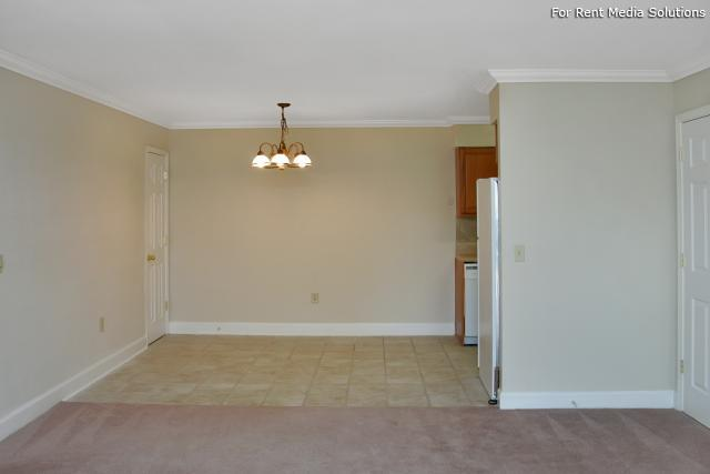 Carriage Place Condominiums, Columbia, SC, 29209: Photo 33