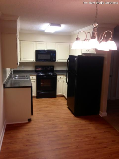 Carriage Place Condominiums, Columbia, SC, 29209: Photo 35
