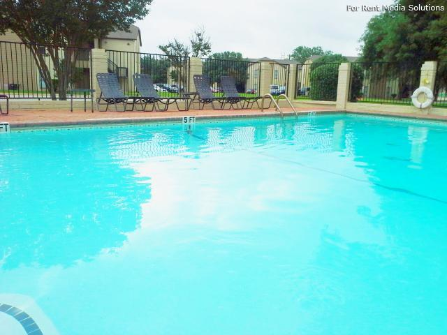 Georgetown Park Apartments, Georgetown, TX, 78628: Photo 2