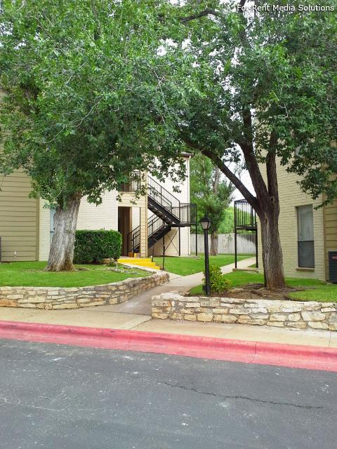 Georgetown Park Apartments, Georgetown, TX, 78628: Photo 4