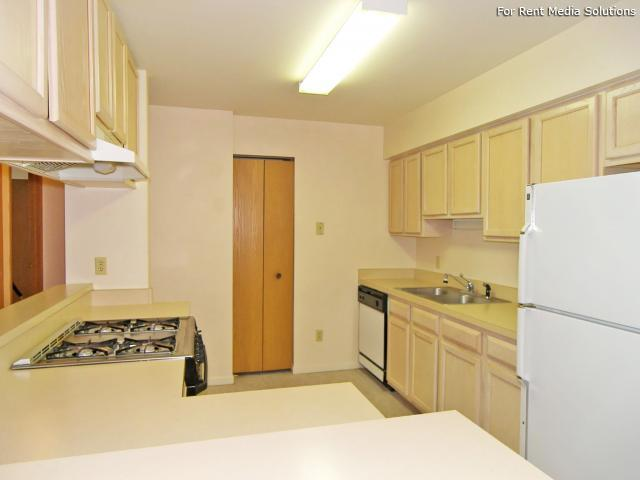 Greenleaf Manor Apartment Homes, Elkhart, IN, 46514: Photo 5