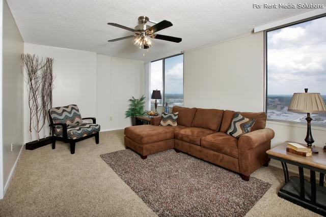 Summit House Apartments, Little Rock, AR, 72205: Photo 2