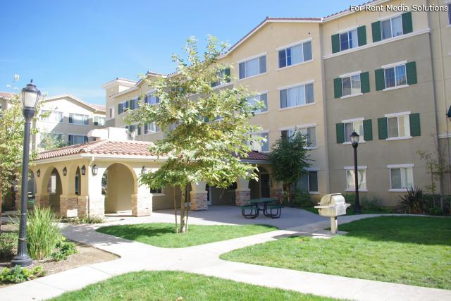 Oakley Apartments For Rent