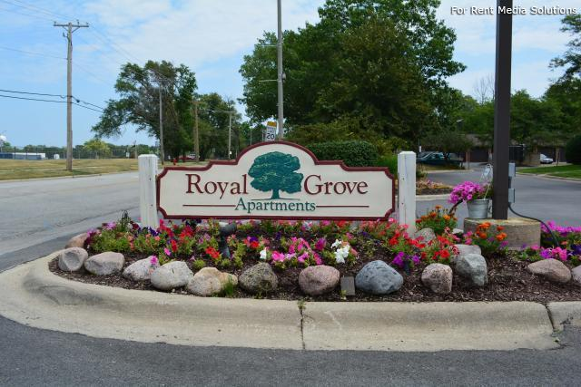 Royal Grove Apartments, Bensenville, IL, 60106: Photo 2