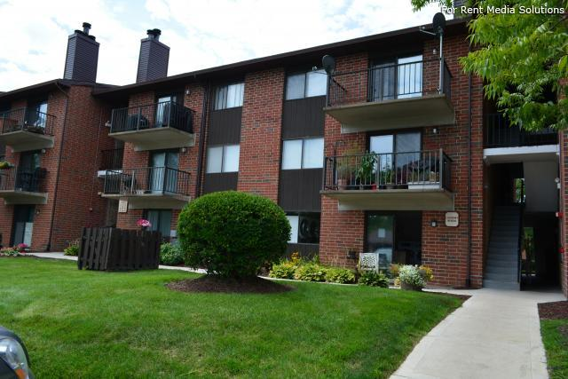Royal Grove Apartments, Bensenville, IL, 60106: Photo 3