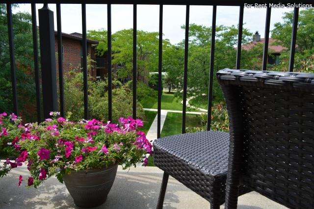 Royal Grove Apartments, Bensenville, IL, 60106: Photo 4