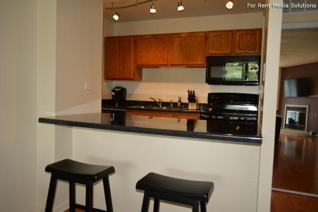 Royal Grove Apartments, Bensenville, IL, 60106: Photo 10