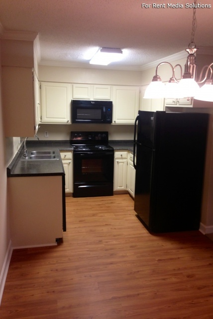 Carriage Place Condominiums, Columbia, SC, 29209: Photo 38