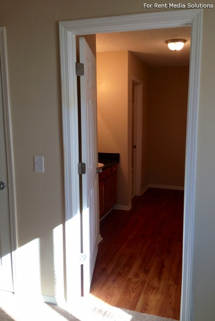 Carriage Place Condominiums, Columbia, SC, 29209: Photo 16