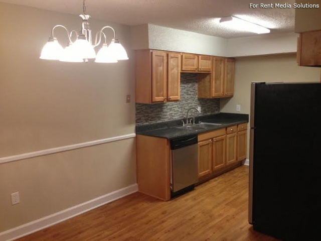 Carriage Place Condominiums, Columbia, SC, 29209: Photo 3