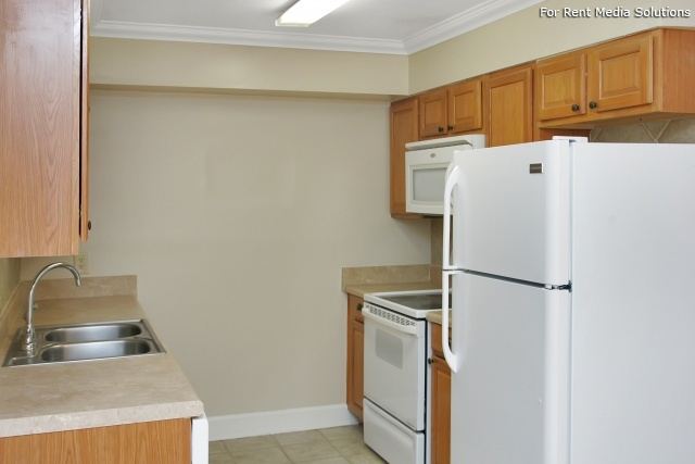 Carriage Place Condominiums, Columbia, SC, 29209: Photo 34