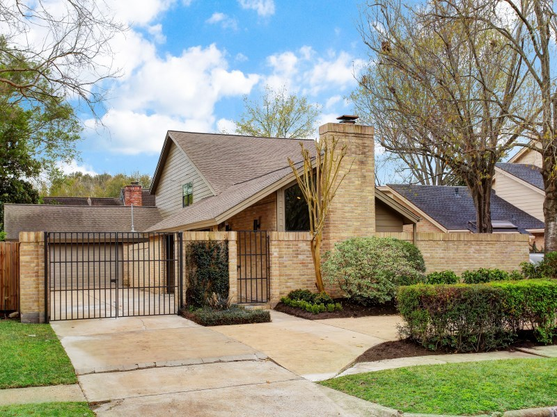 10311 Olympia Drive Houston Tx 77042 For Sale
