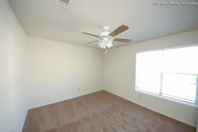 Laurel Ridge, Austin, TX, 78727: Photo 12
