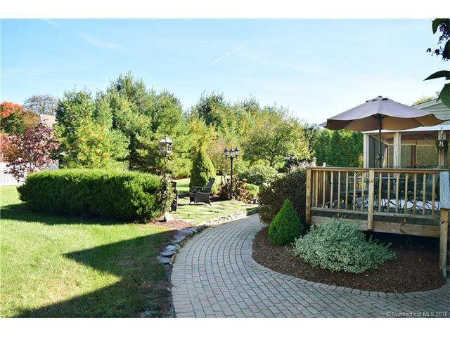 30 Rosewood Dr Suffield Ct 06078 For Sale