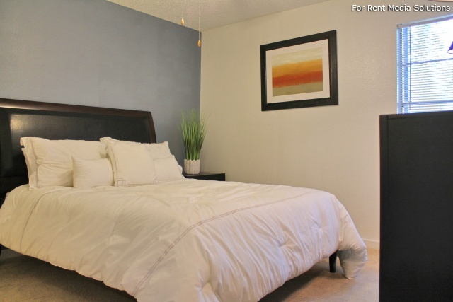 Park West Apartment Homes, San Antonio, TX, 78216: Photo 2