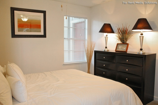 Park West Apartment Homes, San Antonio, TX, 78216: Photo 3