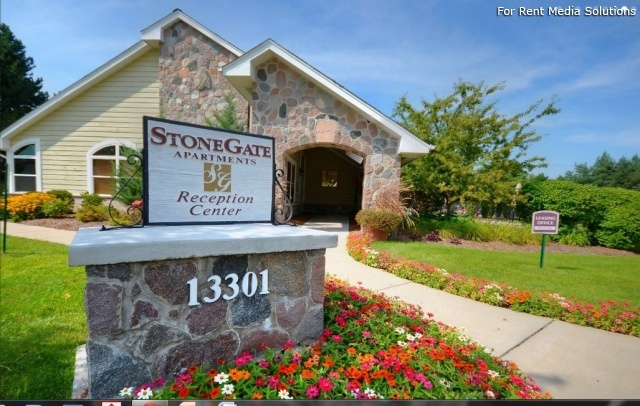 StoneGate Apartments, New Berlin, WI, 53151: Photo 3