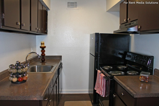 Park West Apartment Homes, San Antonio, TX, 78216: Photo 7